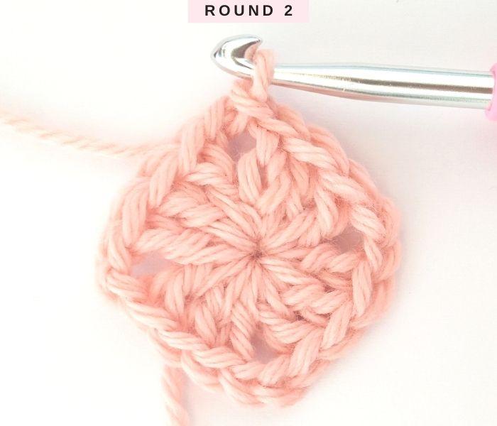 Solid Granny Square Tutorial - Round 2 - Raffamusa Designs