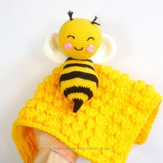 Tunisian crochet Beehive Baby Lovey with the Amigurumi Bee - Free Crochet Patterns - Raffamusa Designs