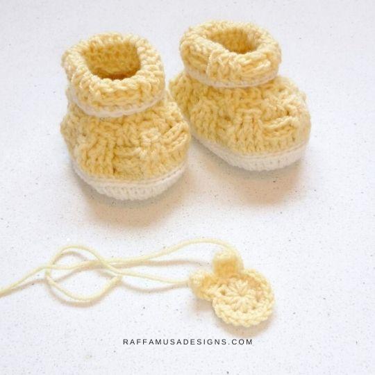 Basketweave Baby Booties - Free Crochet Pattern - Size 0-3 Months - Raffamusa Designs