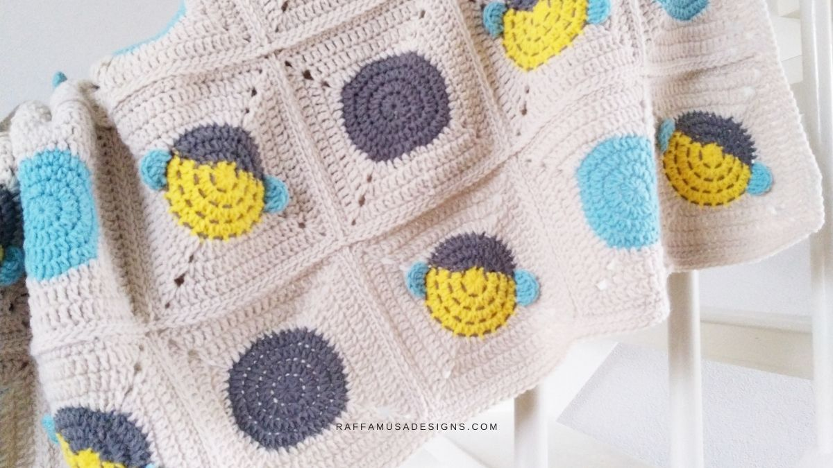 Bee Granny Square Baby Blanket - Free Crochet Pattern - Raffamusa Designs