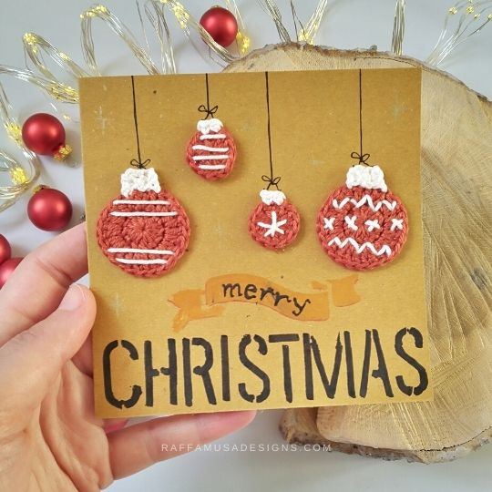 Christmas Card with Crochet Bauble Appliques - Raffamusa Designs