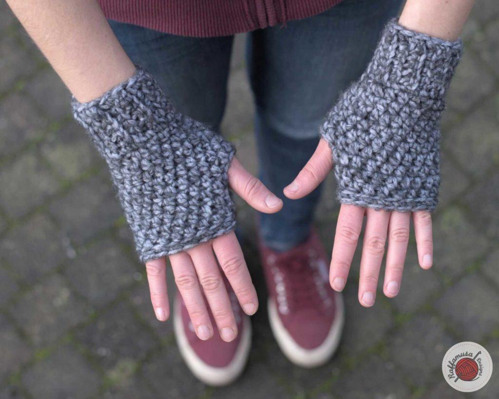 Crochet Basic Fingerless Gloves - Free Pattern by RaffamusaDesigns