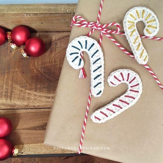 Christmas Candy Cane Gift Tags - Free Crochet Pattern - Raffamusa Designs