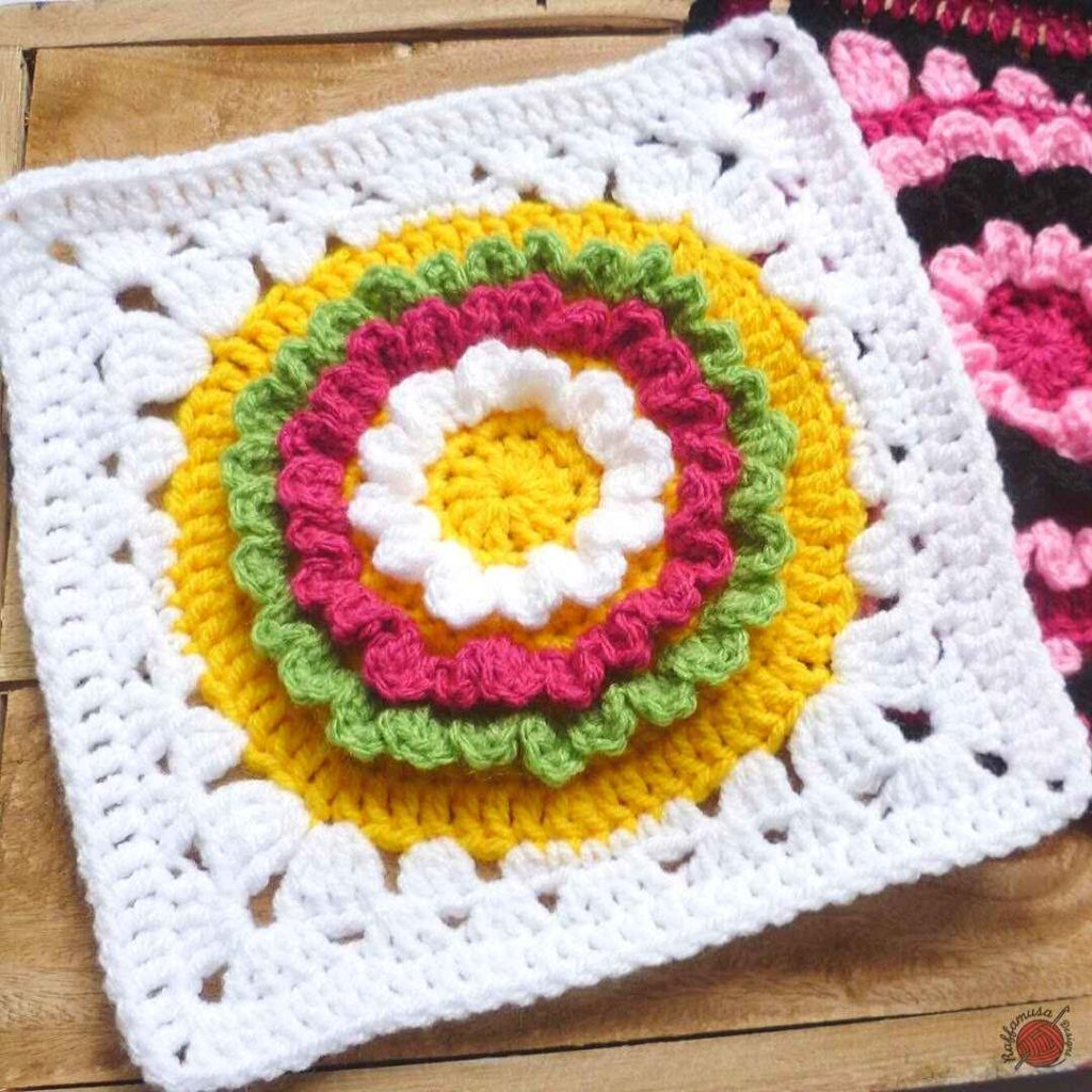 Crochet Ruffle Flower Square