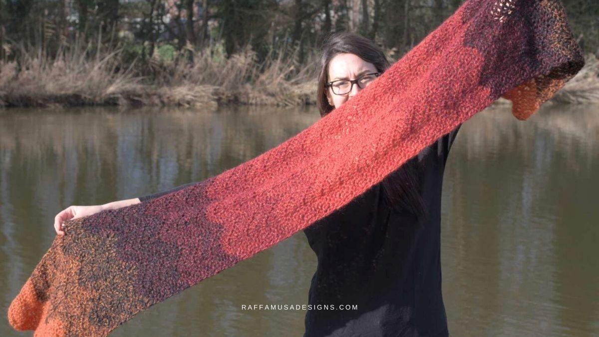 How to Crochet a Simple Ripple Scarf - Free Crochet Pattern - Raffamusa Designs