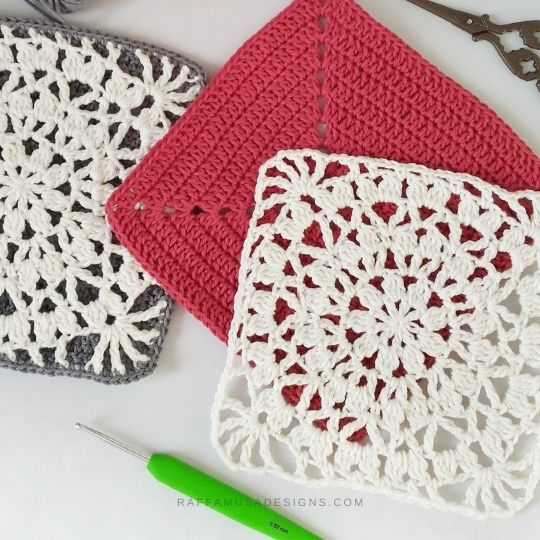Falling Petals Crochet Potholders in the making - Raffamusa Designs