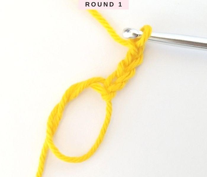 How to crochet a granny square - Free Tutorial - Round 1 - Raffamusa Designs