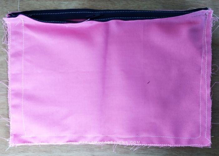 Sew all around the lining either by hand or with a sewing machine - Raffamusa Designs