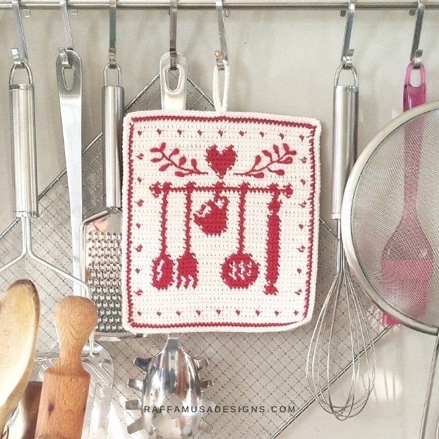 Nana's Kitchen Tapestry Crochet Potholder - Free Crochet Pattern - Raffamusa Designs