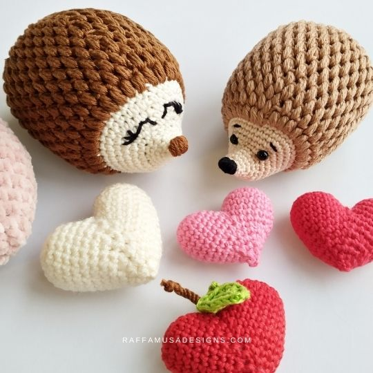 Free Crochet Valentine's Pattern - Romantic Hedgehog and Apple Heart Amigurumi - Raffamusa Designs