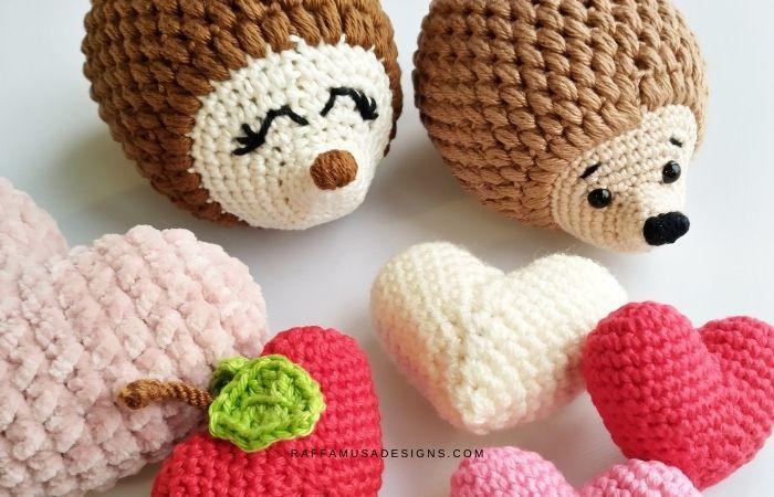 Amigurumi Hearts and Romantic Hedgehog - Valentines Crochet - Raffamusa Designs