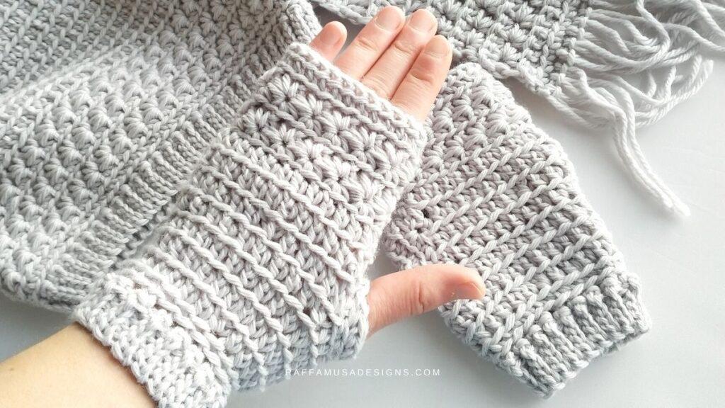 Star Stitch Fingerless Gloves - Free Crochet Pattern in 5 sizes from XS to XL - Raffamusa Designs