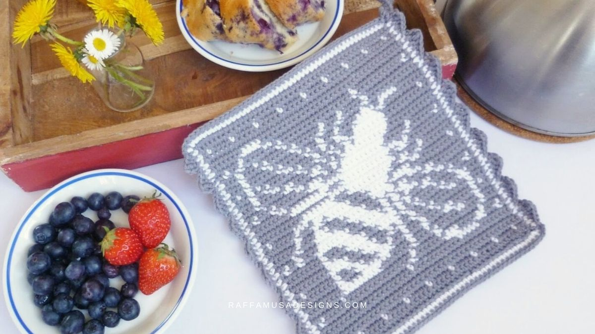 Tapestry Crochet Bee Potholder - Free Pattern - RaffamusaDesigns