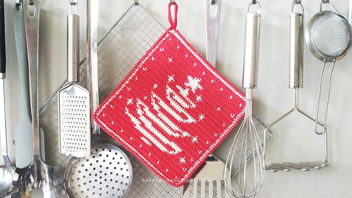 Tapestry Crochet Christmas Tree Potholder - Free Crochet Pattern - Raffamusa Designs