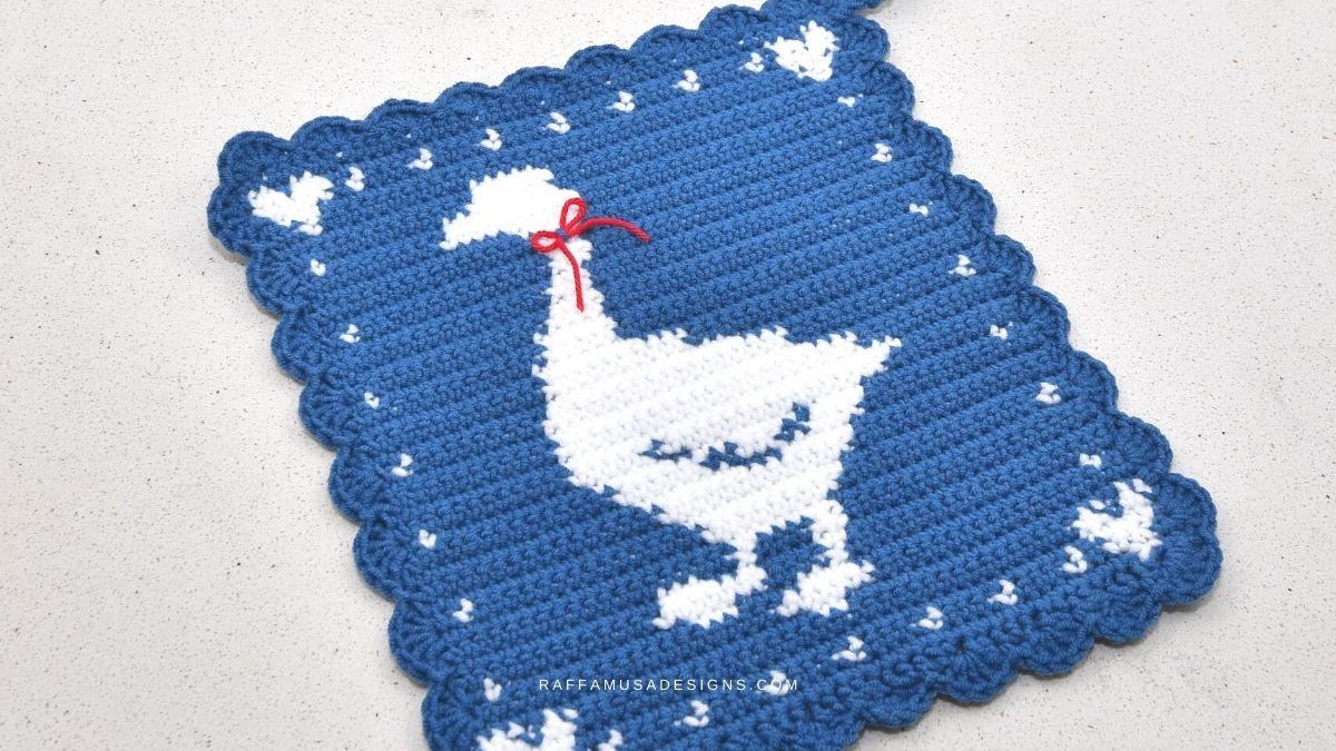 Tapestry Crochet Goose Potholder - Free Pattern - Raffamusa Designs