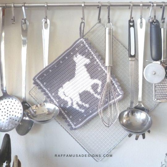 Tapestry Crochet Horse Potholder - Free Crochet Pattern - Raffamusa Designs