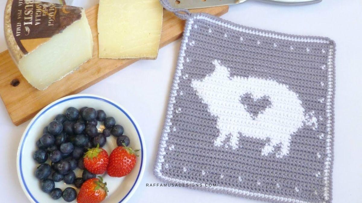 Tapestry Crochet Pig Potholder - Free Crochet Pattern - RaffamusaDesigns