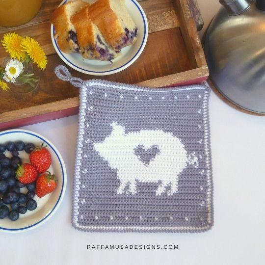 Tapestry Crochet Pig Potholder - Free Pattern - Raffamusa Designs