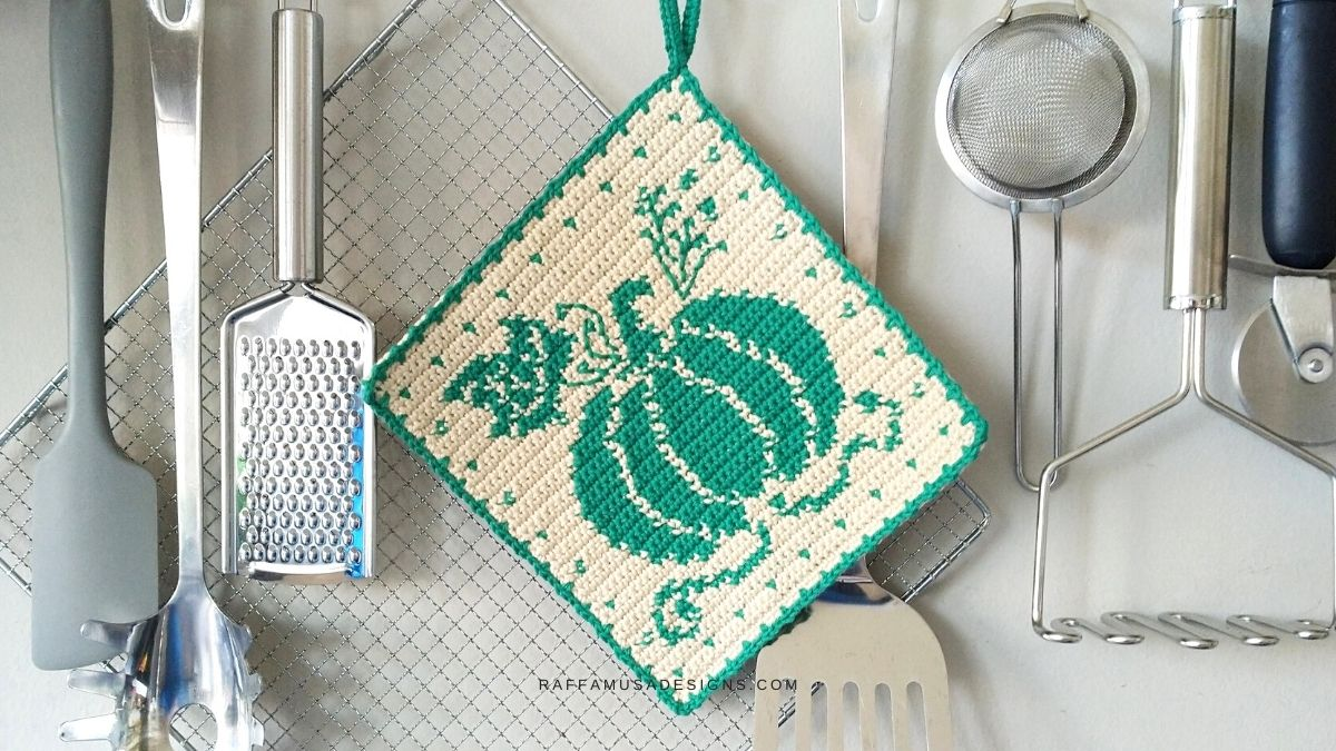 Tapestry Crochet Pumpkin Potholder - Free Crochet Pattern - Raffamusa Designs